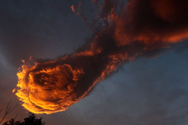 unusual-cloud-formation-fist-hand-of-god-portugal-2