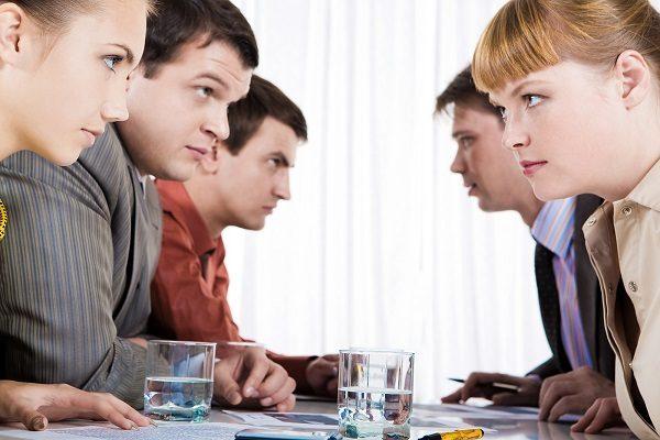 Cum-rezolvi-conflictele-de-la-birou