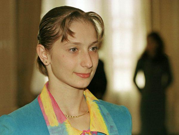 Primirea la Cotroceni a gimnastelor medaliate la CM din China. In imagine : Maria Olaru .18 10 1999 /Foto / Marius Vasilica