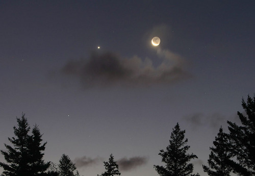 Crescent_moon_Venus_Sept_16_am_SMALL