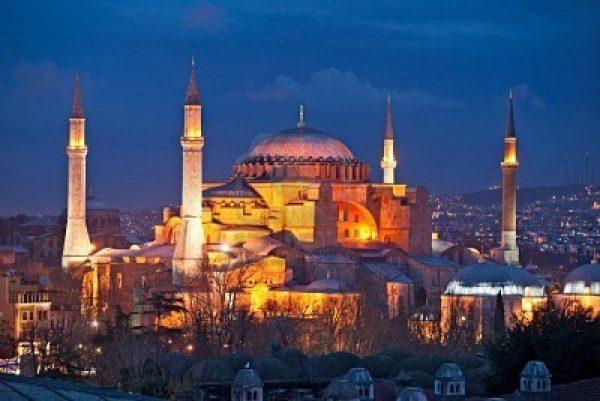 8784955-hagia-sophia-moschee-in-sultanahmet-istanbul-t-rkei