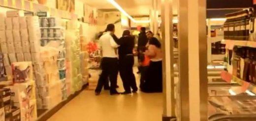 scandal-in-magazin-tiganca-prinsa-la-furat-in-supermarket-dezbracata-de-agentii-de-paza