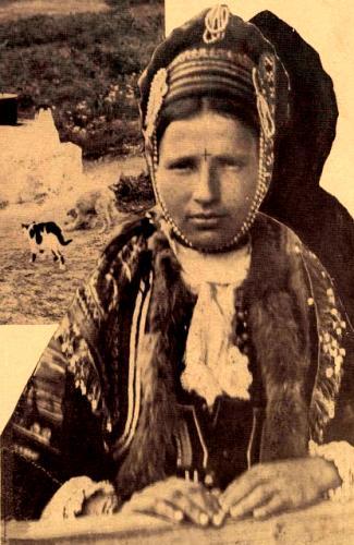 femeie-cu-crucea-in-frunte