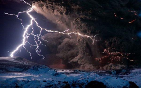 volcano-eruption-lightning-chaos
